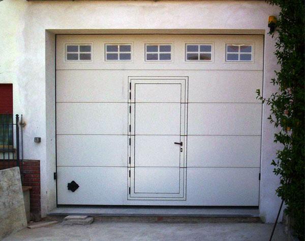 Portoni basculanti per garage omega professional for Portone garage usato
